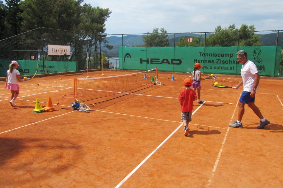 MEER Tennis Zischka Istrien Kinder Training Kids Welcome Urlaub